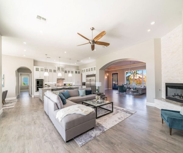 Camelback East, Phoenix<br>Yvonne Faustinos, Russ Lyon Sotheby's International Realty<br><strong>Click To View Gallery</strong>