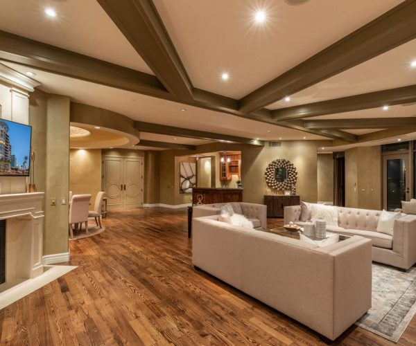 Esplanade Place, Phoenix<br>Susan Polakof, Coldwell Banker<br><strong>Click To View Gallery</strong>