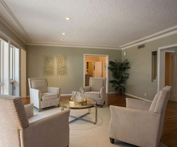 Palmcroft, Phoenix<br>Thomas P. Bryant, HomeSmart<br><strong>Click To View Gallery</strong>